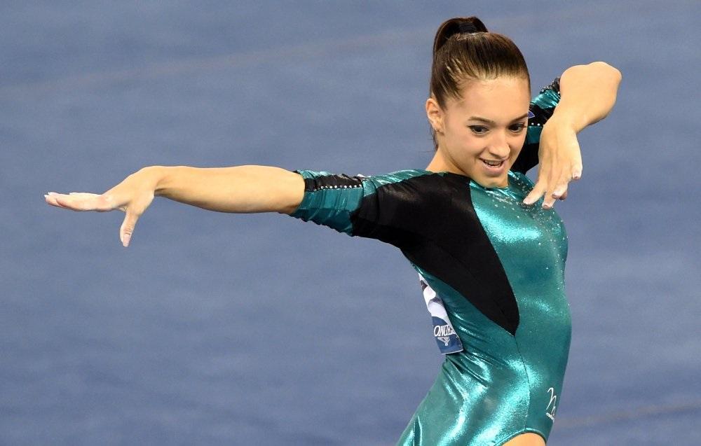 Mondial ratat pentru gimnastica feminină. Larisa Iordache, accidentare gravă