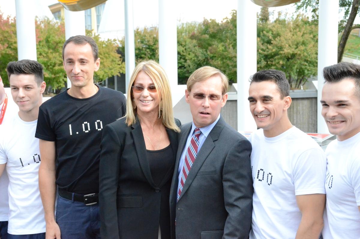 Mihai Covaliu (președintele Comitetului Olimpic Român), Nadia, Bart Conner, Marian Drăgulesc (stânga)
