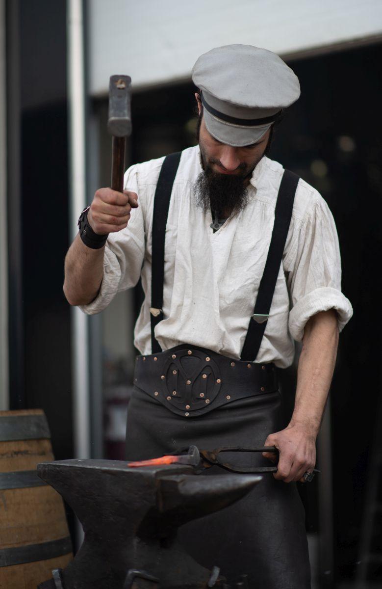 Iron Savchev, artizan în fier